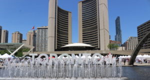 Toronto - Nathan Phillips Square - file photo mosaicedition.ca-ea