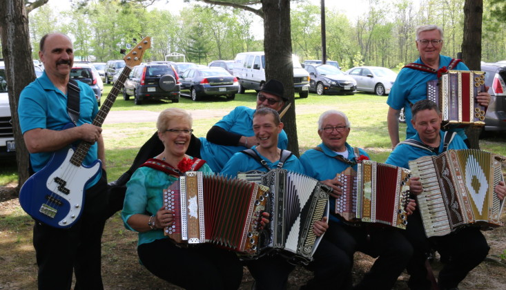 Niagara Button Boxers is a band versatile in polka, waltz and traditional Slovenian folk songs. mosaicedition/ea