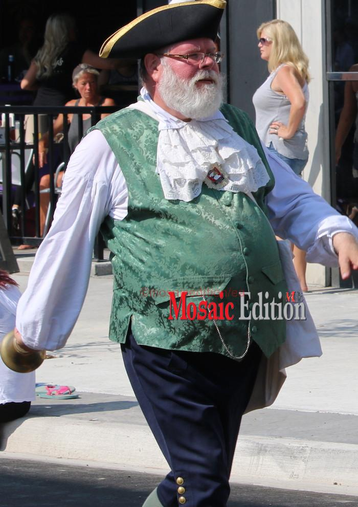 Niagara Grape & Wine Festival Meridian Grande Parade - Town Crier. mosaicedition.ca-ea