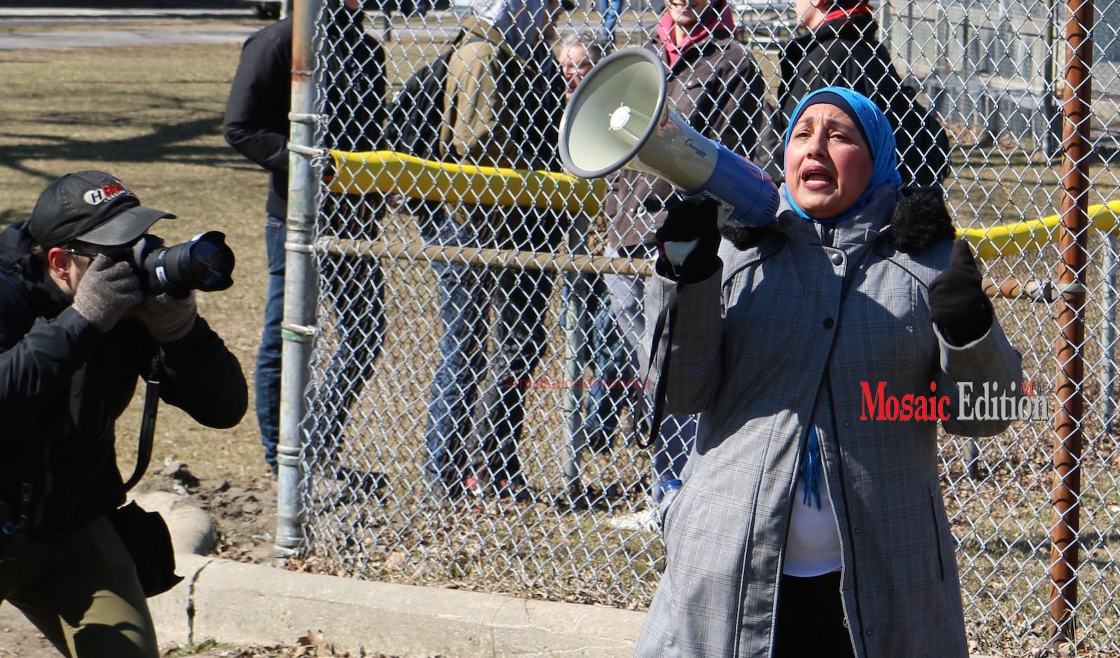 Yasmeen Mirza calls for unity - Hamilton Victoria Park - mosaicedition.ca-ea